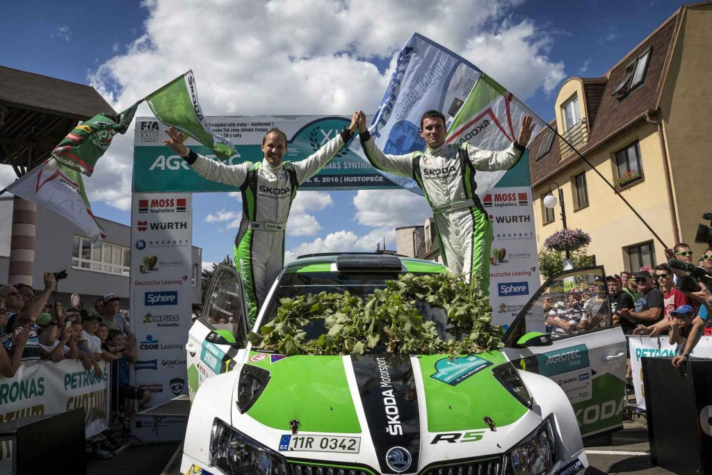 skoda-fabia-r5-cars-at-the-rally-hustopece-23