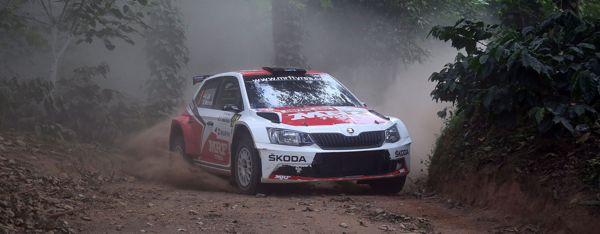 PHOTO: ŠKODA MRF Team at the India Rally 2016