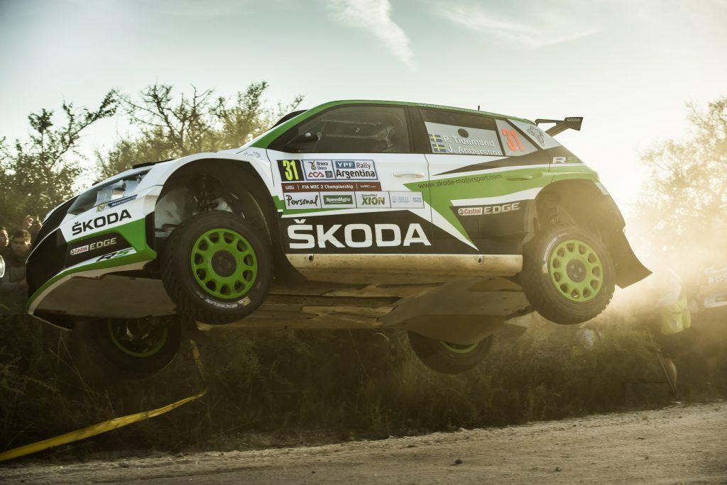 rally-argentina-1-etapa-po-potizich-ve-rz2-jsou-tovarni-vozy-fabia-r5-na-1-2-miste-veiby-je-3