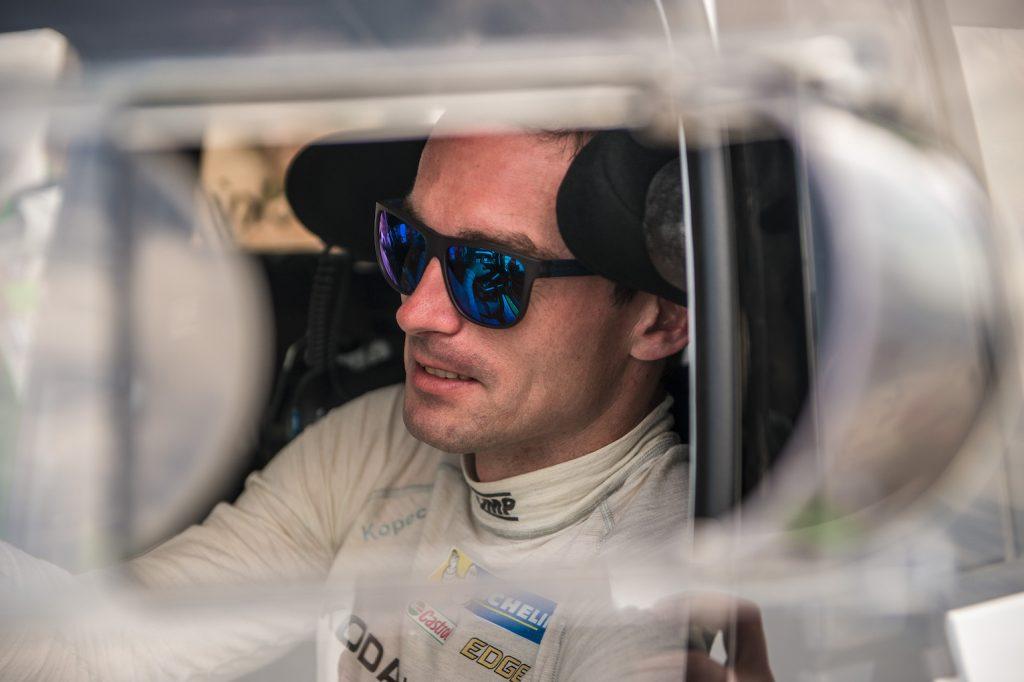 drive-like-pro-hold-wheel-like-rally-driver