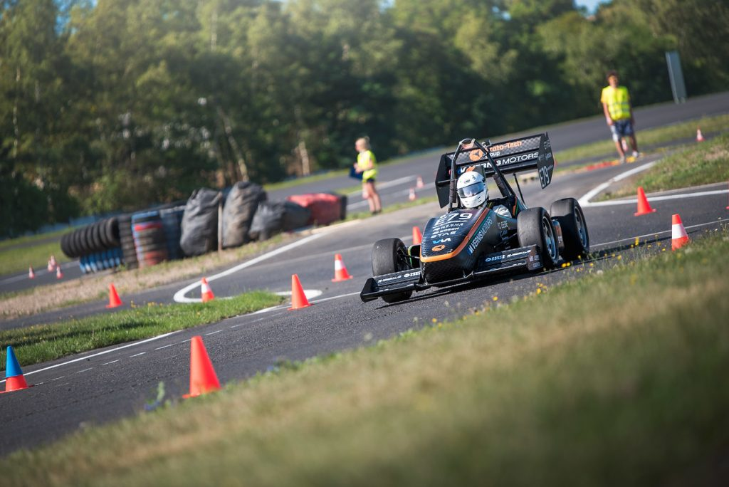 formula-student-students-learn-building-racecars