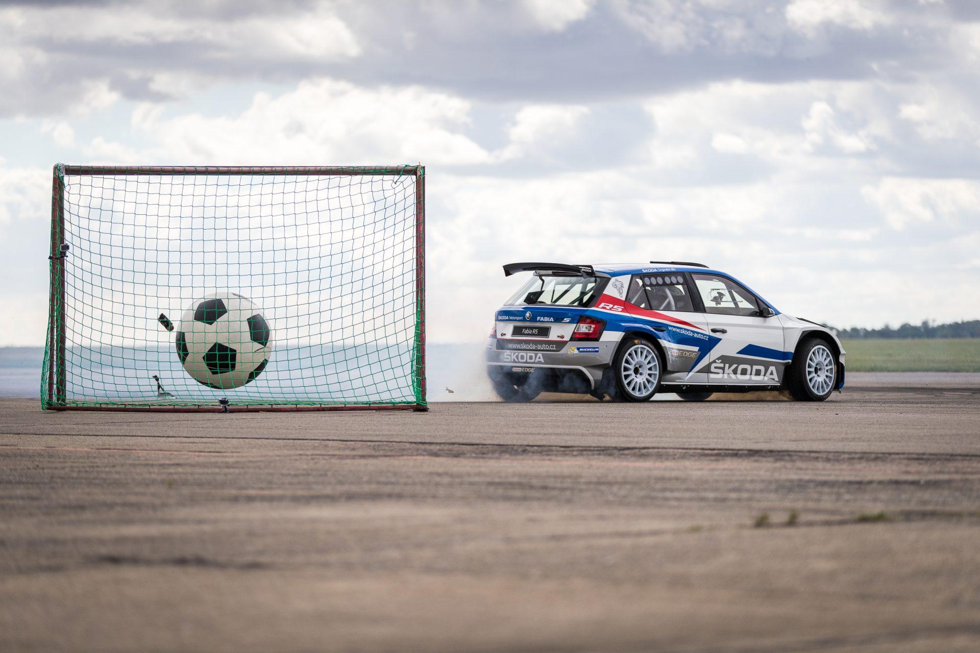 Když používáte auto místo kopaček | Rally Challenges