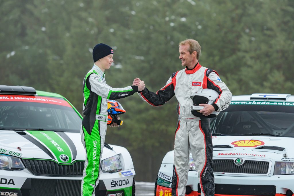 kalle-vs-harri-son-and-father-race-their-rally-skodas-video