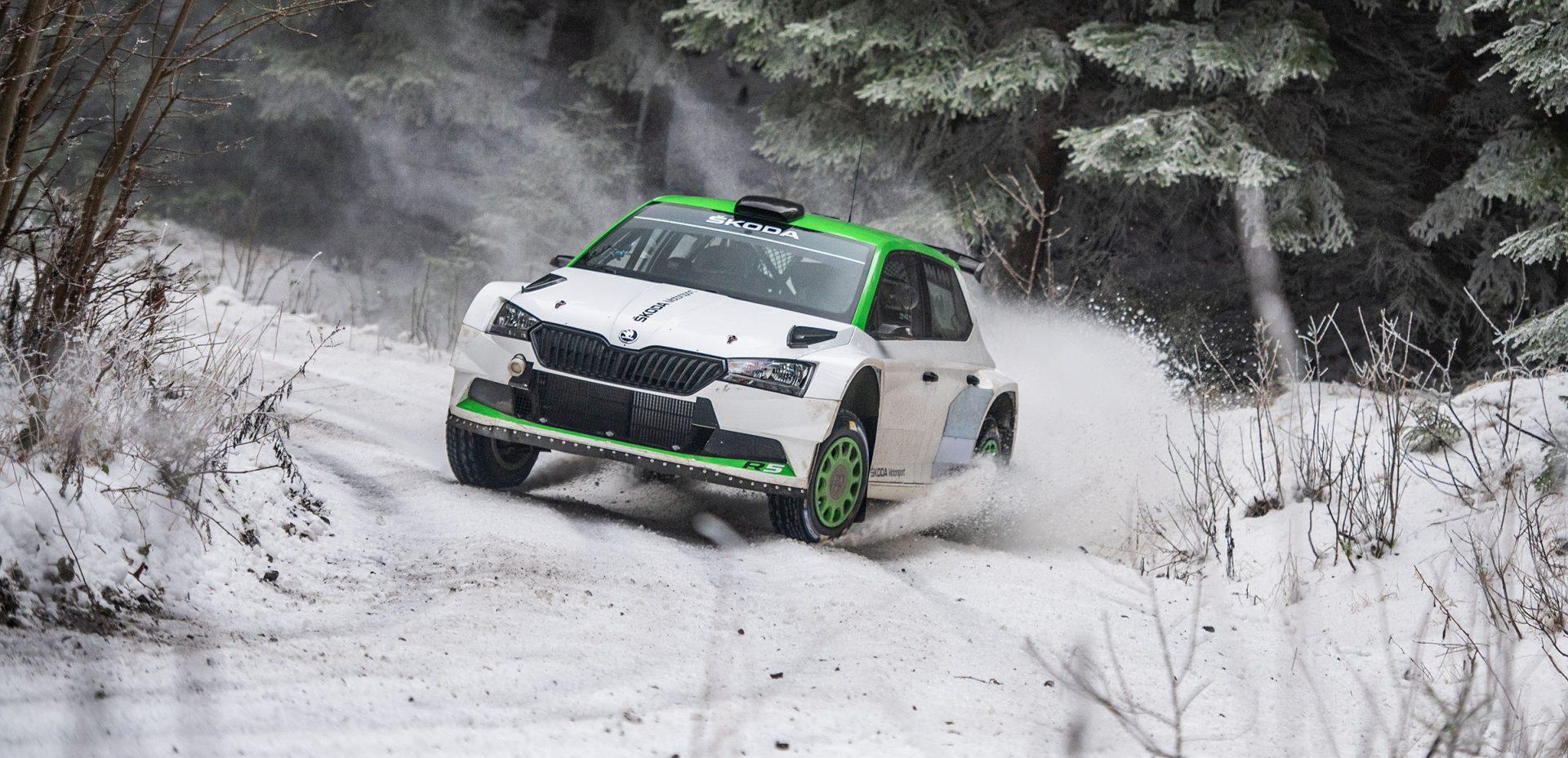 Oliver Solberg testuje vůz FABIA Rally2 evo v Česku | Video